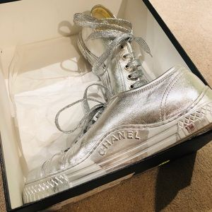 CHANEL SNEAKERS ! Silver metallic low tops ! Sz 41